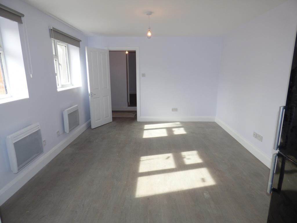1 bedroom ground floor maisonette