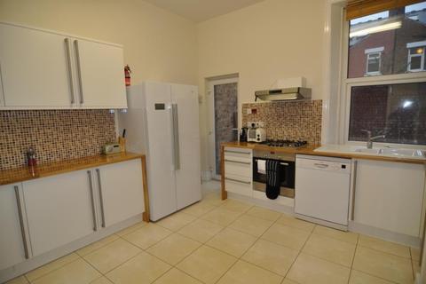 6 bedroom semi-detached house to rent - Heaton Park View NE6