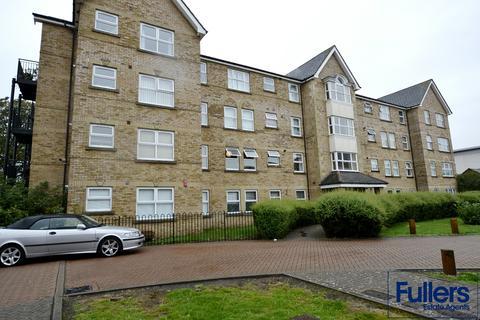 2 bedroom flat for sale - Cobham Close, Enfield, Middlesex, Enfiald EN1