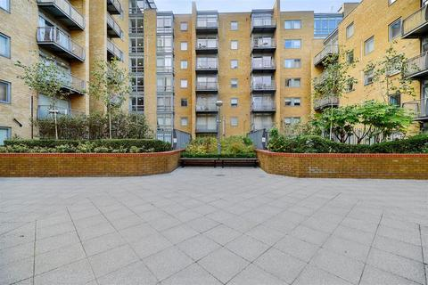 2 bedroom flat to rent - Cassilis Road, London, E14 9LH