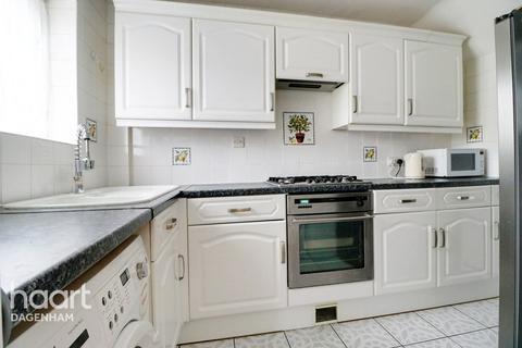 3 bedroom terraced house for sale - Eaton Gardens, Dagenham