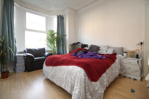 6 bedroom terraced house to rent - Ebberston Terrace, Hyde Park , Leeds