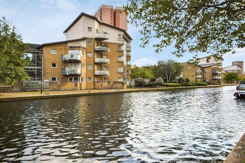 2 bedroom flat for sale - Waterside Close, Bow E3