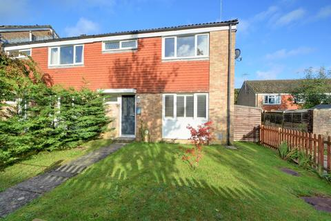 3 bedroom semi-detached house to rent - Hatchetts Drive, Haslemere