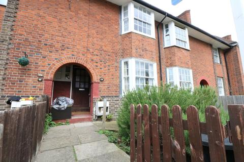 4 bedroom terraced house to rent - Fitzneal Street, London