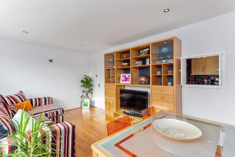 2 bedroom flat - Iddesleigh Road, Westbury Park