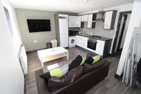 3 bedroom flat to rent - St Stephens Road, Flat 2, PRESTON, Lancashire PR1 6NU