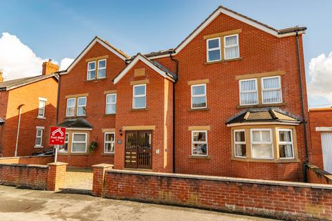 2 bedroom apartment - 39 Freckleton Street, Lytham , FY8