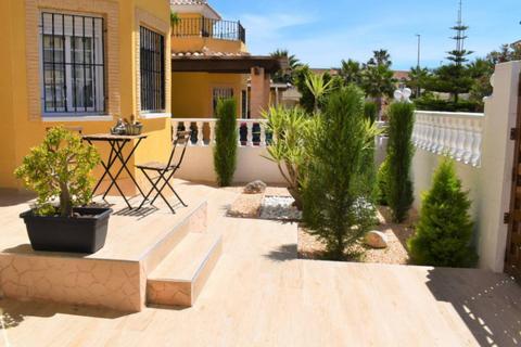 3 bedroom detached house - Eslovaquia Street, Alicante, Alicante, 03176