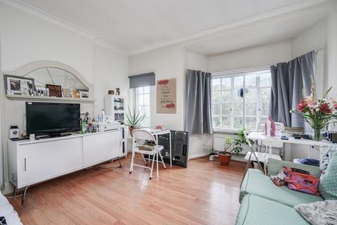 Studio to rent - Hanger Lane, Ealing, W5