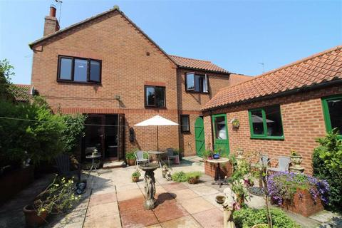 4 bedroom detached house - St Martins Court, Beverley, East Yorkshire