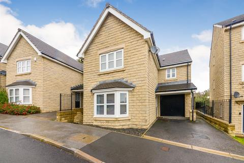 3 bedroom detached house - Tennyson Avenue, Lindley, Huddersfield