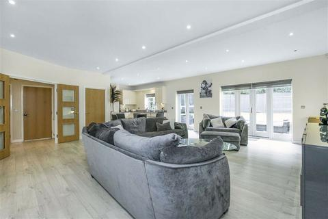 5 bedroom detached house - Eaton Gardens, Broxbourne, Hertfordshire, EN10