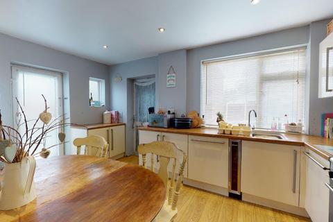 4 bedroom semi-detached house for sale - Cluny Road, Faversham