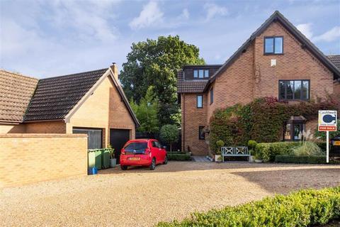 5 bedroom detached house for sale - Cranberry Close, Walnut Tree, Milton Keynes