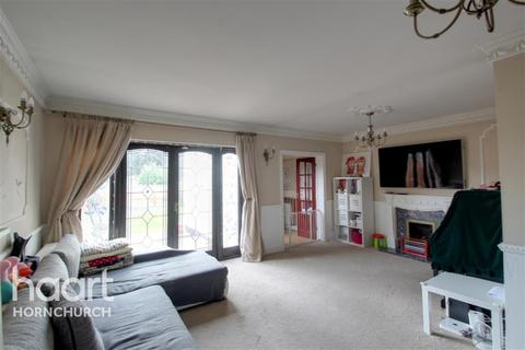 5 bedroom bungalow to rent - Hornchurch