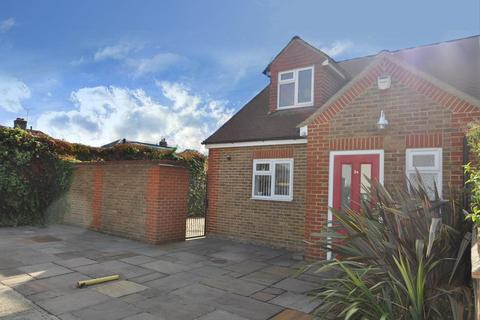 2 bedroom detached house for sale - Hartland Road, Hornchurch, Essex, RM12