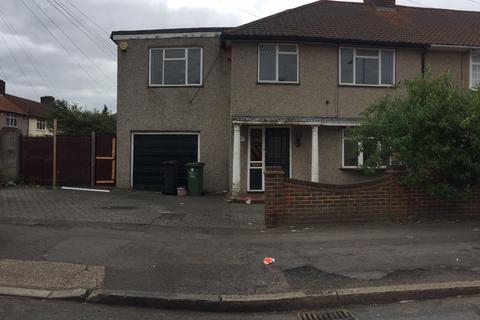 5 bedroom end of terrace house to rent - Dagenham, Essex, RM9