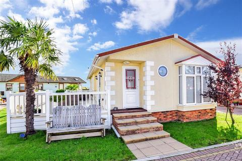 2 bedroom park home for sale - Hawthorne Close, Hayes Park, Battlesbridge, Wickford, Essex