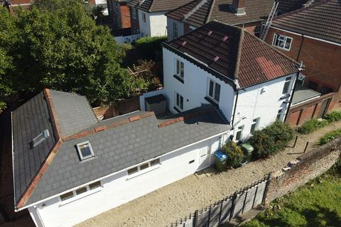 2 bedroom detached house for sale - Portswood, Southampton