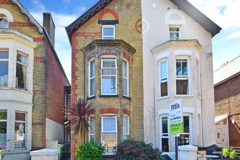 1 bedroom flat to rent - Granville Road Cowes PO31