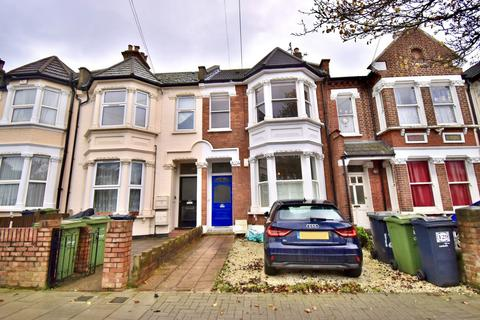 3 bedroom flat to rent - Gleneagle Road, London, SW16