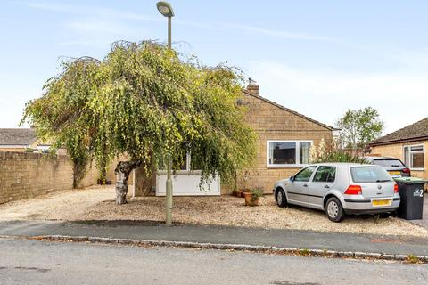 3 bedroom detached bungalow for sale - Larksfield Close, Carterton, Oxfordshire OX18 3SY, UK