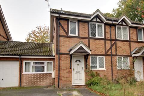 3 bedroom semi-detached house to rent - Ravenfield, Englefield Green, Surrey, TW20