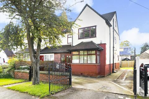 4 bedroom semi-detached house - Nunroyd Road, Leeds, LS17