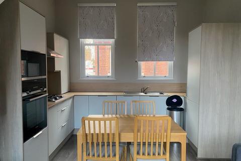 2 bedroom apartment to rent - West Lodge, Raddlebarn Road, Selly Oak, Birmingham B29 6UP