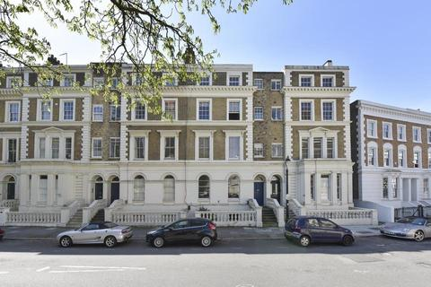 2 bedroom flat for sale - Albert Square, London SW8