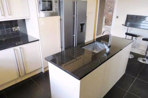 2 bedroom apartment to rent - Southgate, Elland