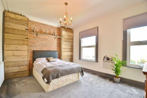 2 bedroom end of terrace house for sale - Barton Road, Manchester