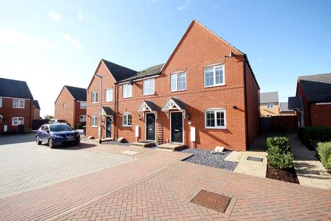 3 bedroom end of terrace house for sale - Woodpecker Mead, Lower Stondon, SG16