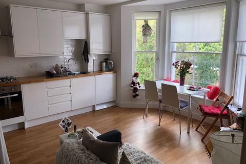 1 bedroom flat to rent - The Broadway, Haywards Heath RH16 3RH