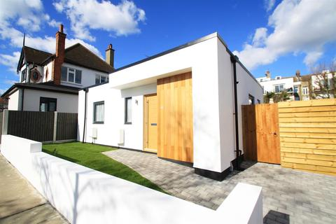 1 bedroom detached bungalow to rent - Thames Drive, Leigh-On-Sea