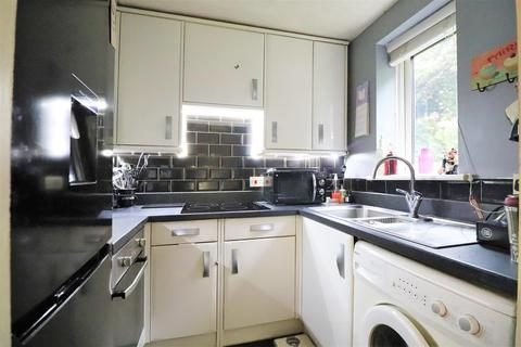 1 bedroom ground floor flat - Shortlands Close, Belvedere