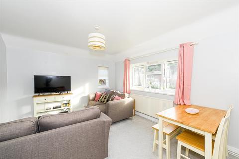 2 bedroom maisonette for sale - Alexander Road, Reigate