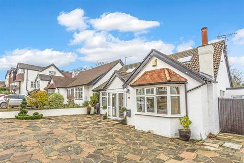 4 bedroom detached bungalow for sale - Sandersfield Gardens, Banstead