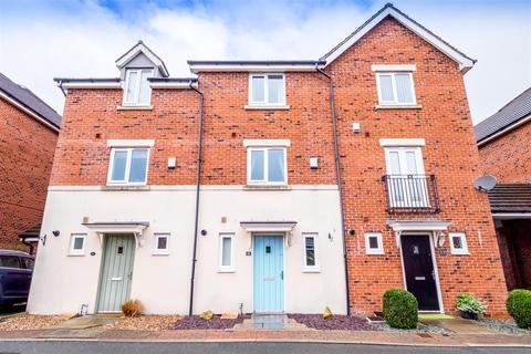 3 bedroom townhouse for sale - Birchwood Close, Huddersfield