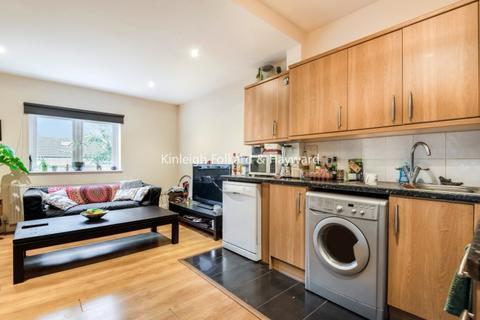 3 bedroom flat - Garratt Terrace Tooting SW17