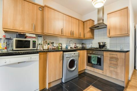 3 bedroom flat - Garratt Terrace Tooting SW17