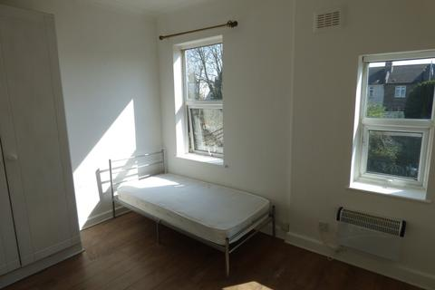 Studio to rent - 25 Bowes Road,