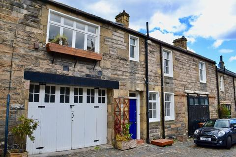 3 bedroom terraced house to rent - Dean Park Mews, Stockbridge, Edinburgh, EH4 1ED