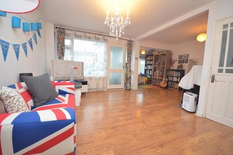 3 bedroom house to rent - Dunster Crescent, Hornchurch, RM11