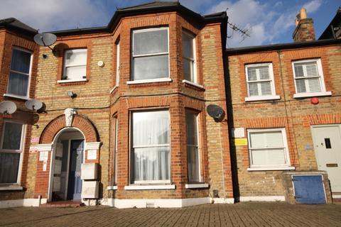 2 bedroom flat - Brownhill Road,  London, SE6