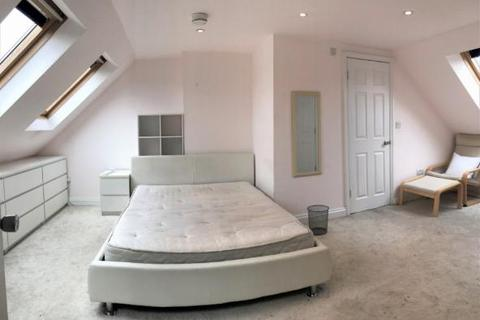 Studio to rent - Evelyn Road, London, E16