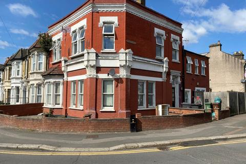 2 bedroom flat to rent - Grove Green Road, Leytonstone, E11