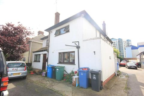 Studio to rent - Sterte Avenue, Poole
