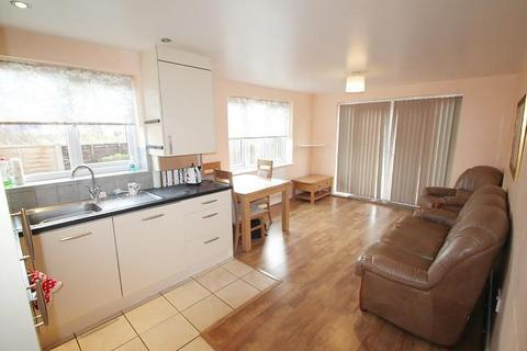 2 bedroom flat for sale - Falcon House, Town Lane, Stanwell, TW19